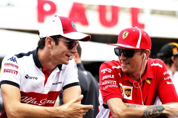 Charles Leclerc hyppää Kimi Räikkösen paikalle Ferrarilla. Suomalainen puolestaan korvaa monacolaisen Sauberilla.