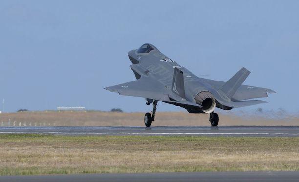Kuvassa näkyvä Lockheed Martin -yhtiön F-35-hävittäjä on yksi vaihtoehto Suomen uudeksi hävittäjäksi.