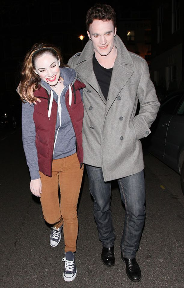 Kelly Brook ja Thom Evans osallistuivat Guy Ritchien bileisiin. Pariskunta haki ulkoasuihinsa inspiraatiota Twilight-leffoista.