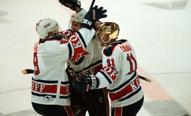 HIFK oli kaudella 1997-1998 täynnä tähtiä. Kuvassa Kaj Linna, Brian Rafalski ja Jan Caloun.