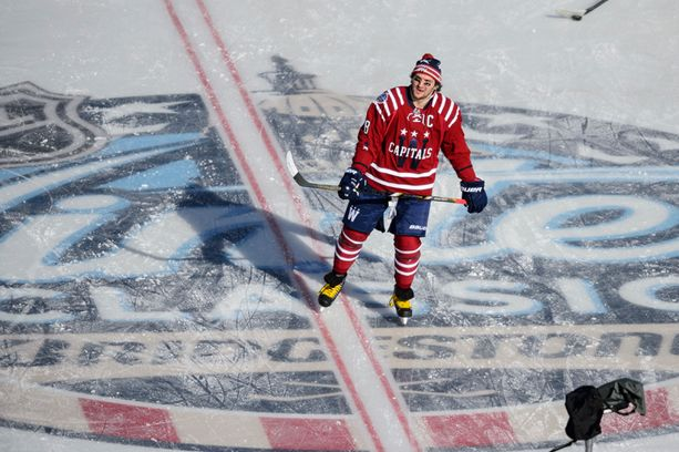 Alex Ovetshkin lämmitteli ennen ottelua kuulokkeet korvillaan.