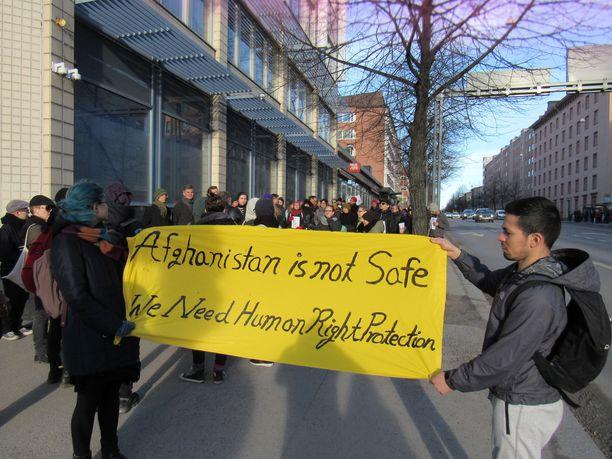 Turvapaikanhaku on ollut yksi suurimmista puheenaiheista vuoden 2015 jälkeen. Kuva mielenosoituksesta vuodelta 2017 Tampereelta.