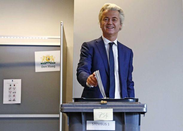 Geert Wilders kävi keskiviikkona äänestämässä Haagissa.