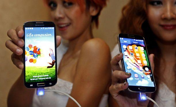 Samsung Galaxy S4:ään saa lisää muistia sujauttamalla laitteeseen muistikortin.