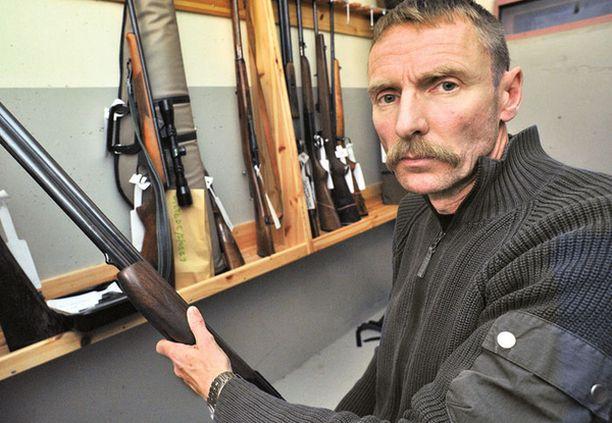 TIUKKA LINJA – Haimme hiljattain pois kuusi asetta henkilöltä, joka ei hallinnut omaa alkoholinkäyttöään, sanoo komisario Jyrki Haapala Varkauden poliisista.