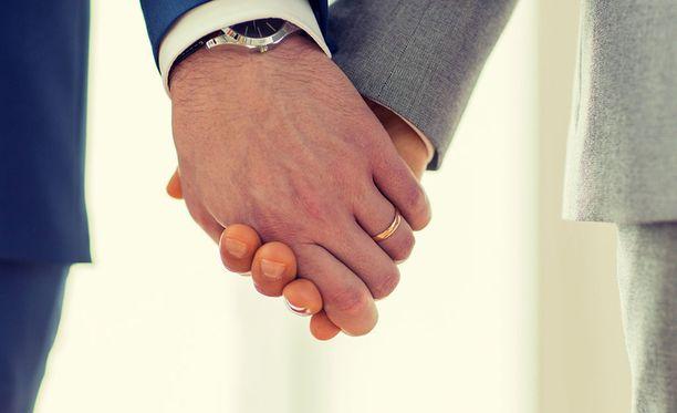 Venäläisen oppositiomedian mukaan Venäjällä hyväksyttiin virallisesti ensimmäistä kertaa kahden miehen välinen avioliitto. Kuvituskuva.