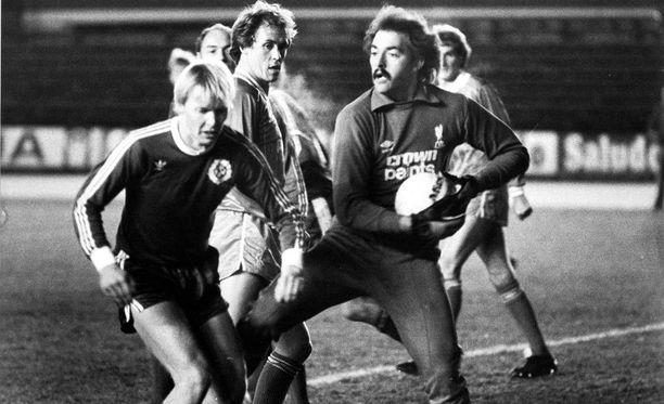 Bruce Grobbelaar ja Liverpool hävisivät HJK:lle Helsingissä vuonna 1982.