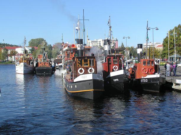 Höyrylaivoja Savonlinnan satamassa.