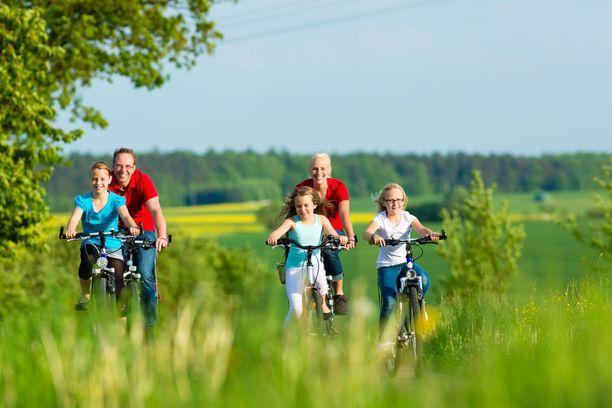 Liikunnallinen elämäntapa tuntuu aikuisena luonnolliselta, kun lapsuudenkodissakin vanhemmat ovat olleet liikunnallisesti aktiivisia.