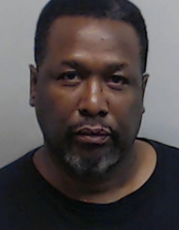 Poliisin pidätyskuva paljastaa, että Wendell Pierce sai tappelusta itsekin ruhjeita.