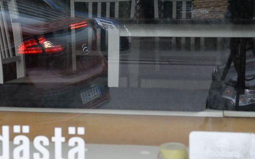 Autoilija, tiedätkö tämän taskuparkkia helpottavan ikkunaniksin?