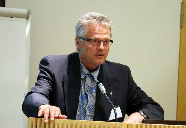Liikennelääketieteen professori Timo Tervo sanoo, että ylinopeus on harvoin onnettomuuden todellinen syy.