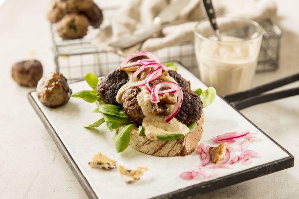 Paahdettu ja soseusettu sipuli toimii hyvin niin riistajauhelihassa kuin naudan ja possun kanssa.