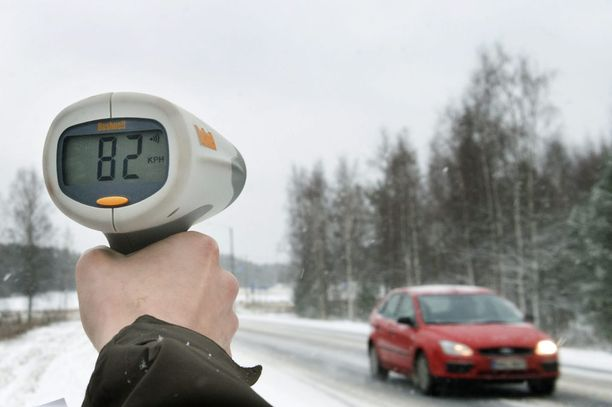 Pienet ylinopeudet, joista kirjataan liikennevirhemaksu, eivät enää johda automaattisesti ajokieltoon.