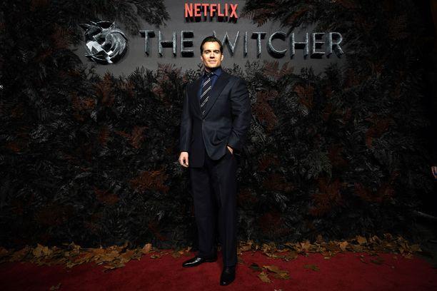 The Witcherin pääosassa nähdään Hollywood-tähti Henry Cavill.