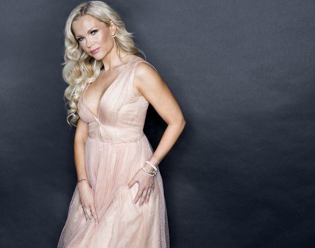 Playboy-malli ja yrittäjä Susanna Tanni odottaa pääsevänsä rauhoittumaan hektisen puolivuotisen jälkeen.