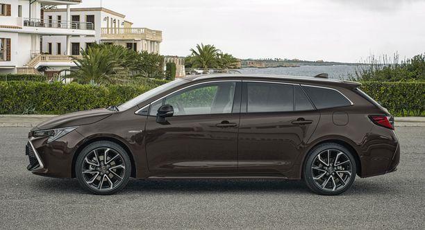 Corolla-farmari on vain muutaman sentin lyhempi kuin Avensis-farmari.
