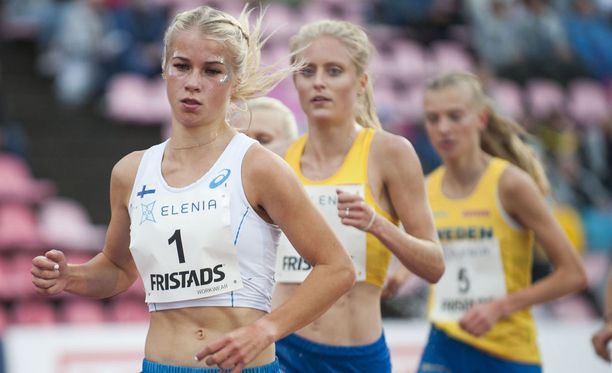 Lasketaanko Ruotsi-ottelussa jatkossa naisten ja miesten pisteet yhteen? Kuvassa etualalla Alisa Vainio.