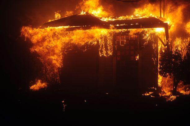 Tulipalot aiheuttivat Paradiseen myös sankat savupilvet.