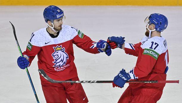Filip Zadina (vasemmalla) odottaa Suomen kohtaamista.