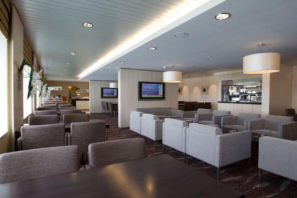 Tallinks Starin Business Lounge. Aamulähdöllä bisnesluokassa tarjoillaan buffet-aamiainen.