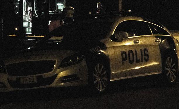 Poliisi tutkii yöaikaan paljastunutta epäiltyä henkirikosta Raaseporissa. Kuvituskuva.