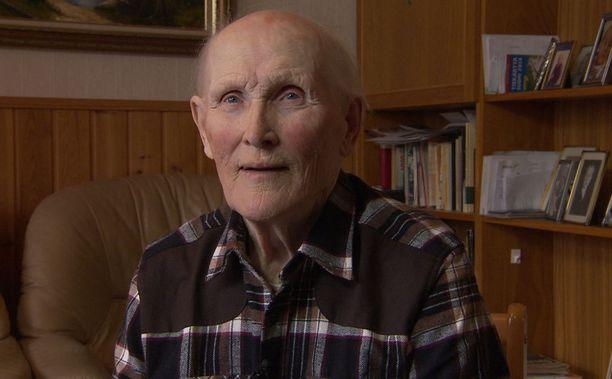 Väinö Kinnunen menetti äitinsä, isänsä, sisaruksiaan ja muita sukulaisia vain 11-vuotiaana.
