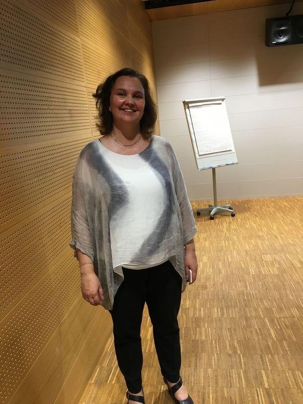 Euroopan hybridiosaamiskeskuksen tutkimusjohtaja Hanna Smith toimi aiemmin Helsingin yliopiston alaisen Aleksanteri-instituutin tutkijatohtorina. Smith on kommentoinut julkisuudessa usein Venäjään liittyviä asioita.