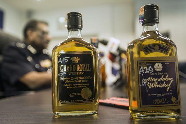 Myrkyllistä alkoholia myytiin viskipulloissa.