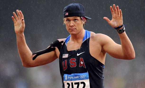 Vuoden 2008 olympialaisten karsinnassa Greer kilpaili olkapää raskaasti teipattuna. Karsinta jäi Greerin uran viimeiseksi kilpailuksi.