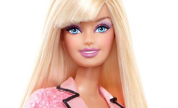 Tältä näyttää uutisankkuri-Barbie vuodelta 2010.