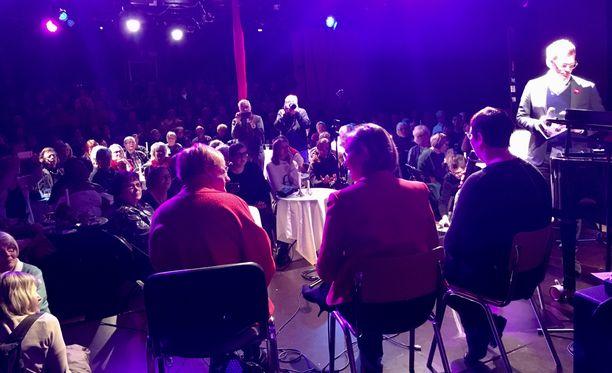 SDP:n presidenttiehdokas Tuula Haatainen keskusteli sunnuntaina Helsingin Hakaniemessä Koko-teatterin lavalla presidentti Tarja Halosen ja vasemmistoliiton presidenttiehdokkaan Merja Kyllösen kanssa teemasta naiset, valta ja unelmat.