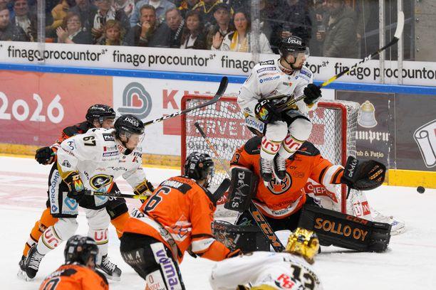 Kärpät ja HPK väänsivät seitsemännessä SM-finaalissa lauantaina Oulussa.