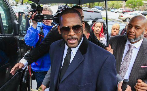 Ihailtu laulaja olikin saalistava pedofiili – tästä on kyse R. Kellyn karmaisevassa tekojen sarjassa