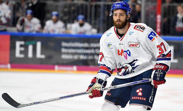 27-vuotias Thomas Larkin siirtyi Adleriin kesken viime kauden KHL-seura Medvescak Zagrebista.