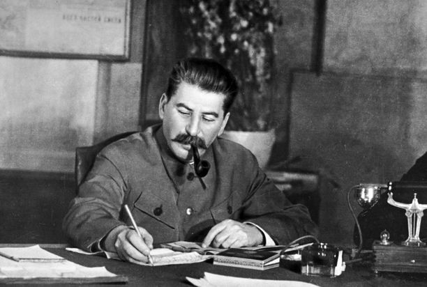 Suomen hyökkäyksen pääarkkitehti Josif Stalin. Talvisodan jälkeen hän selitti sotapäälliköilleen aloittaneensa Suomen-sodan ehdoin tahdoin.