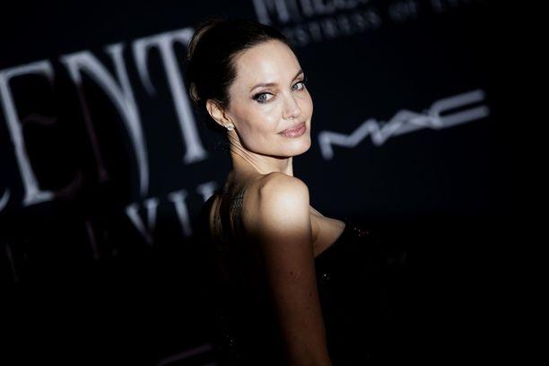 Angelina Jolie (kuvassa) esiintyi ensimmäisen kerran elokuvayleisölle vuonna 1982. Hän on uransa aikana voittanut lukuisia palkintoja.