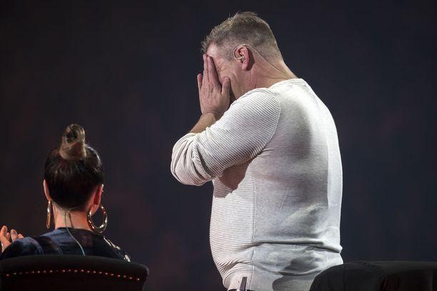 Jari Sillanpää liikuttui kyyneliin saadessaan illan isoimmat aplodit Vain elämää -konsertissa.