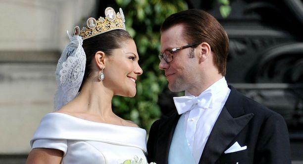 Victoria ja Daniel loivat hääpäivänään luikuisia rakastuneita katseita toisiinsa.