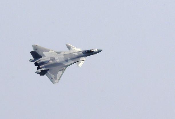 Kiinan J-20-häivehävittäjä.