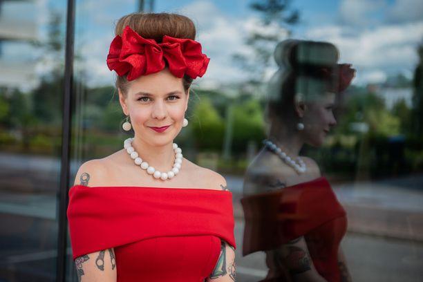 Ina Mikkola on tunnettu tv-toimittaja.