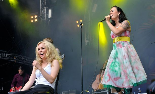 PMMP esiintyi Vantaan Korson Ankkarockissa vuonna 2009.