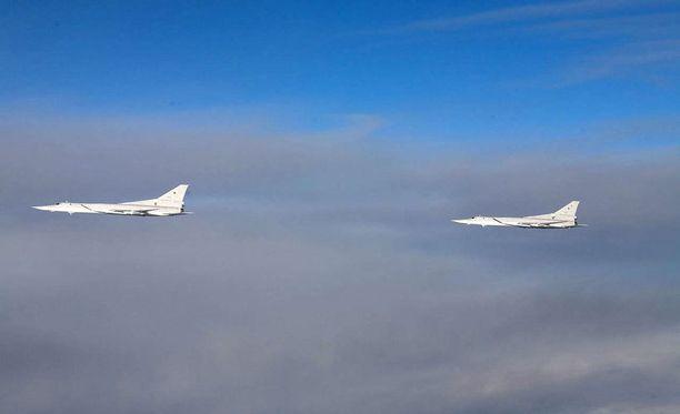 Venäjän lentotoiminta Suomenlahdella ja Itämeren alueella on ollut poikkeuksellisen vilkasta itsenäisyyspäivästä alkaen. Puolustusvoimat julkaisi tiistaina kuvia venäläiskoneista.