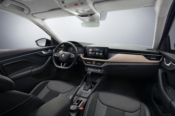 Škoda Scalassa esitellään Skodan uusi ohjaamon ja matkustamon tyyli.
