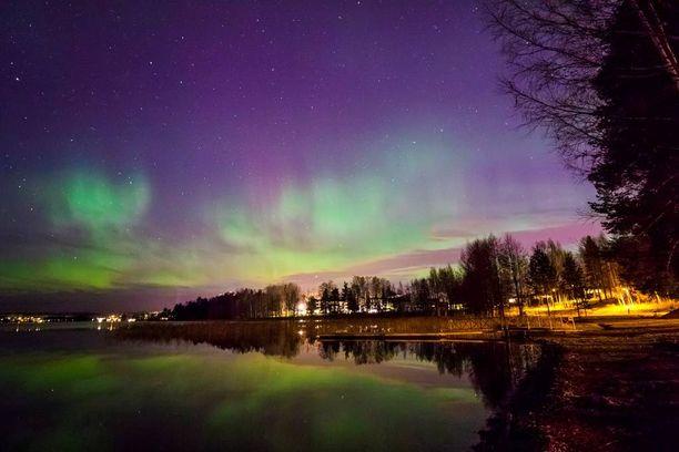 Revontulet valaisivat Tuomijärven Jyväskylässä viime yönä.