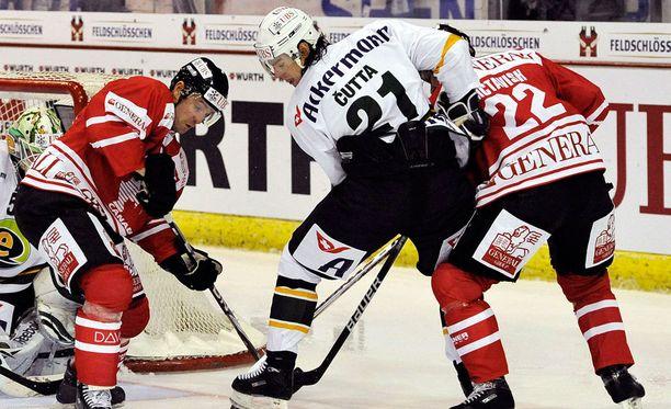 Jakub Cutta loukkaantui Allsvenskanin ottelussa. Kuva Spengler Cupista vuodelta 2009.