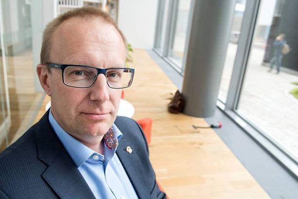"""JHL:n puheenjohtajan Jarkko Elorannan mukaan EK:lla ei ollut oikeaa neuvottelutahtoa, koska heillä oli jo hallituksen """"pakkolait plakkarissa"""". -Hallitus tekisi fiksusti, jos se vetäisi pakkolait pois ja vaatisi osapuolet uudestaan neuvottelupöytään."""
