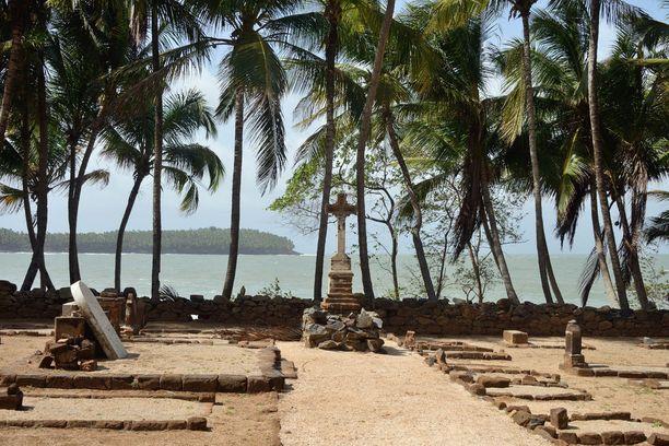Osa vangeista haudattiin saaren multiin, suurin osa mereen.