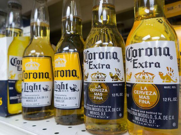 Meksikolainen Corona-olut jää monelta amerikkalaiselta nyt ostamatta.