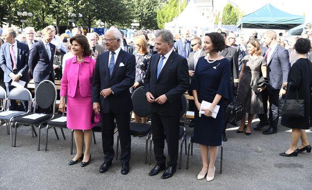 Kuningatar Sivlia, kuningas Kaarle Kustaa, tasavallan presidentti Sauli Niinisto ja rouva Jenni Haukio juhlivat Suomea Tukholman ytimessä.